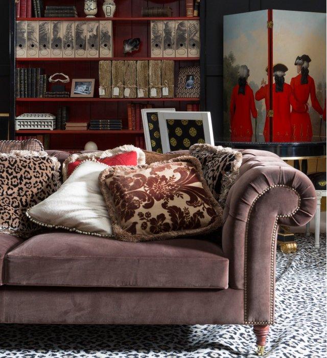 Xixth Chesterfield Sofa Seats